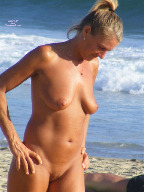 Full Frontal Nude Hottie Plays Beach Volley Ball April