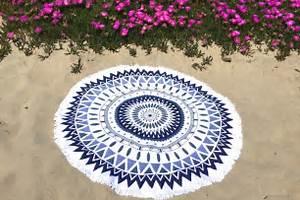 Serviette Ronde Eponge : serviette de plage ronde motif mandala bleu ~ Teatrodelosmanantiales.com Idées de Décoration
