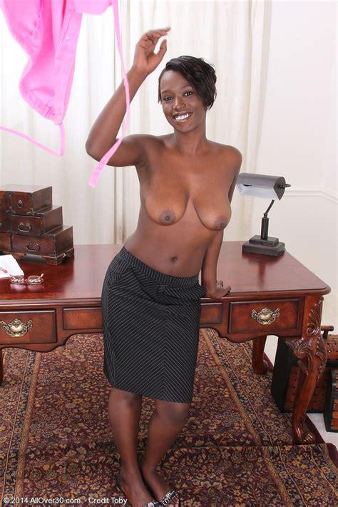 Sexy Black Secretary Sayanna Monroe Get Naughty Milf Fox
