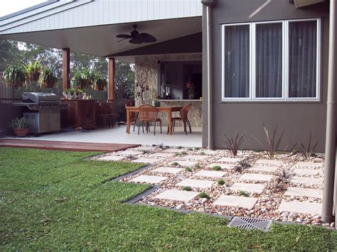 easy maintenance backyard image of easy landscaping ideas for small front yards best pictures home garden trends