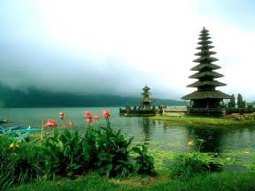places best vacations places in indonesia