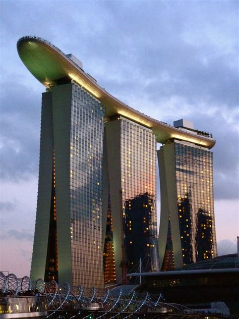 Amazing Three Tier Building Singapore Fascinating
