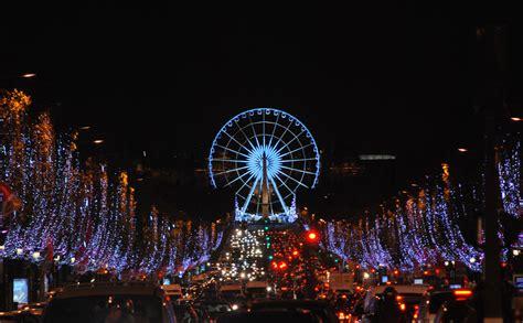 paris christmas lights on the chs elys 233 es galeries