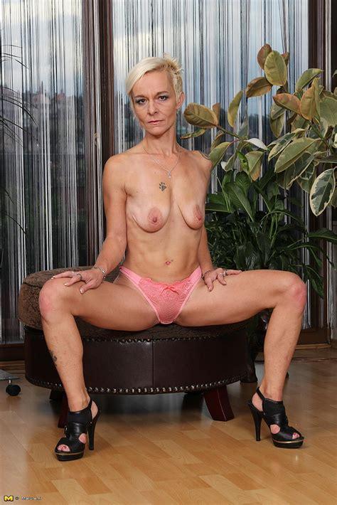 Sexy MILF Roxette Rub Her Pussy MILF Fox