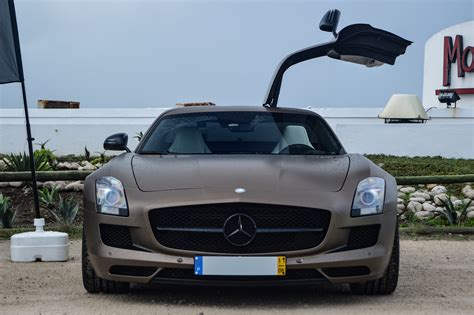 Cars With Wing Doors : Mercedes Sls Amg Who Doesn't Like Gull-wing Doors?