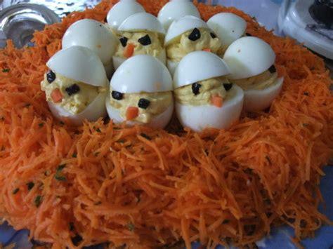 des poussins oeufs durs sur un nid de carottes rap 233 es une entr 233 e simple pour p 226 ques ker