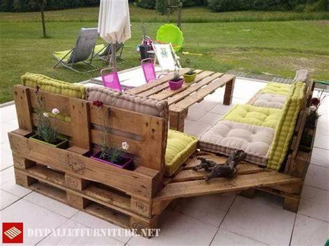 canapé terrasse terrasse meublée avec canapés et table haute table haute