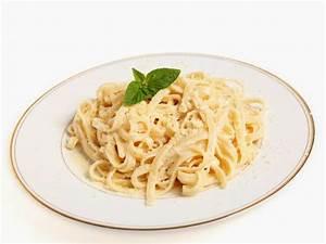 Pasta House Company Fettuccine Alfredo Recipe | CDKitchen.com