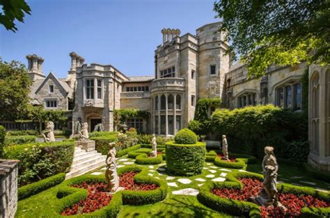 A Gorgeous Home : 19 Gorgeous Houses That Look Like Castles