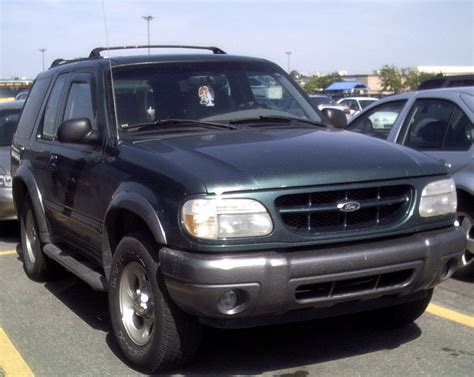 File:'99-'00 Ford Explorer Sport.JPG - Wikimedia Commons