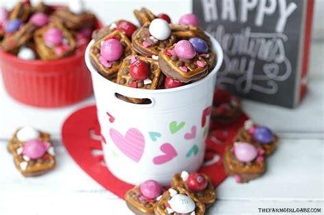 Valentine's Day Chocolate Covered Pretzels | Walking on Sunshine