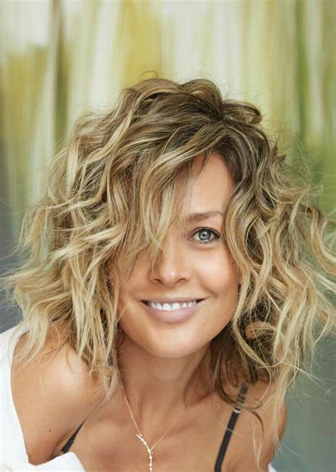 Curly hairstyles for women 2020 2021 9 Hair Colors