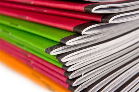 le de bureau à pile pile de cahiers de couleur image stock image du bureau