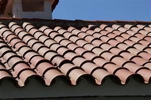 Tuile Pour Toiture : pose de tuiles quel type de tuile choisir pour une toiture ~ Premium-room.com Idées de Décoration