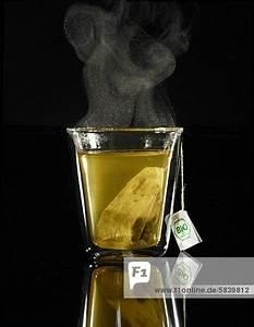 Tee Im Glas : ein glas dampfender tee mit teebeutel lizenzfreies bild bildagentur f1online 5839812 ~ Markanthonyermac.com Haus und Dekorationen