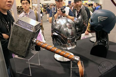 marvel how much would thor 39 s hammer mjolnir weigh