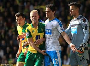 Steven Naismith Personal Moment With Daryl Janmaat