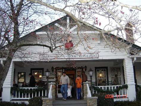 apple barn restaurant pigeon forge the apple barn picture of pigeon forge sevier county