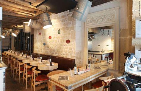 decoration restaurant en bois