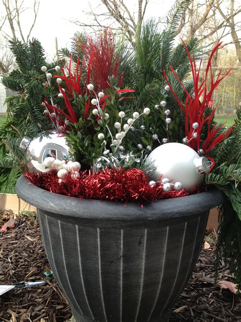 holiday decor outdoor diy outdoor holiday decorating pinterest