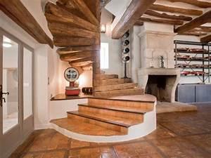 Deco Maison Avec Poutre : escalier en bois ancien et poutre plafond id e maison ~ Zukunftsfamilie.com Idées de Décoration