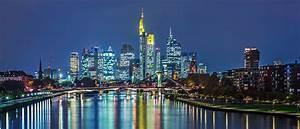 Skyline Frankfurt Bild : frankfurt am main hessen skyline panorama abends blaue stunde wolkenkratzer ~ Eleganceandgraceweddings.com Haus und Dekorationen