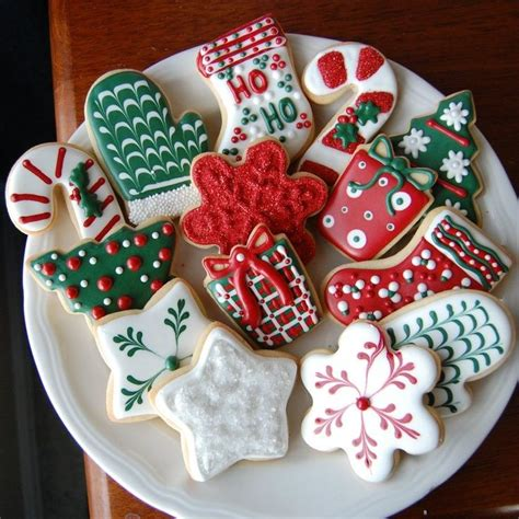 pictures of decorated christmas cookies using royal icing best 25 royal icing cookies ideas on decorated cookies icing recipe to decorate