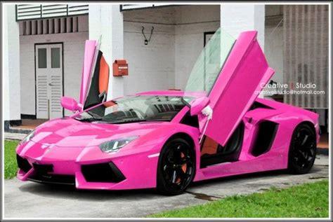 red camo lamborghini wel a pink ferrari loks but a pink lambo loks badass