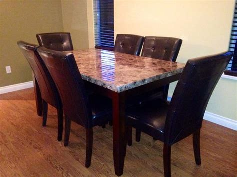 6 Person Dining Room Table Sooke, Victoria