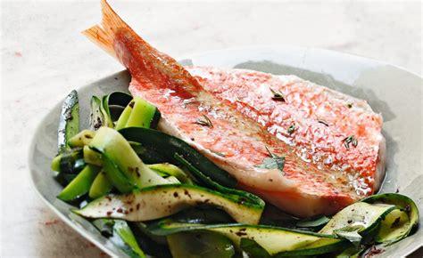 cuisiner du rouget filets de rouget courgettes à la tapenade par alain ducasse