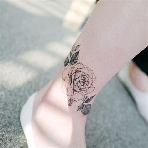 tatouage jambe femme accessoirisez votre corps avec