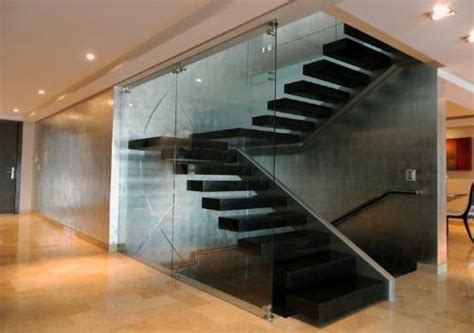 foto escaleras metalicas de avigraf imagen corporativa