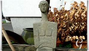 Moderne gartenskulptur mensch aus naturstein kahdishu for Abstrakte skulpturen garten
