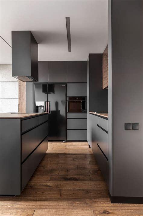 Fliesen Küche Modern by Moderne Graue K 252 Che Mit Holzboden Fliesen In Holzoptik