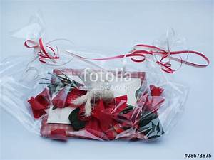 Geschenk Verpacken Folie : geschenk verpackt in folie stockfotos und lizenzfreie bilder auf bild 28673875 ~ Orissabook.com Haus und Dekorationen
