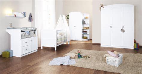 chambre bebe en pin chambre bébé blanche en pin et mélaminé avec armoire