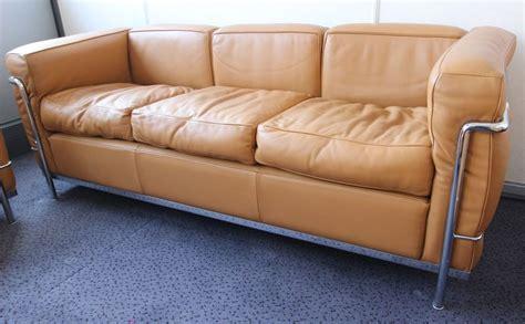 le corbusier canape le corbusier 1887 1965 canape 3 places modele lc2 structure en acier chrome trivalent cr3 brillant