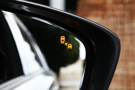 blind spot indicator top 5 technologies in cars right now tflcar