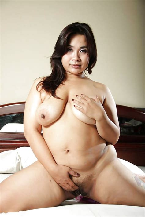 Naughty Naked Chubby Milf On Her Knees From