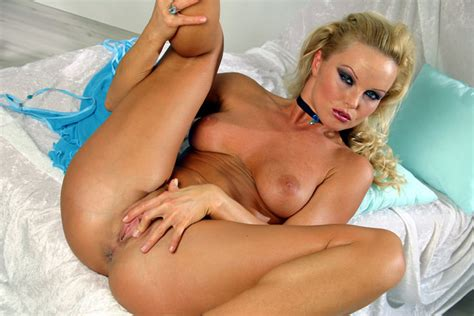 Silvia Saint Spreads Her Wet Pussy In Bed Ass Point