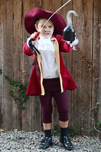 Halloween Paar Kostüme : diy captain hook halloween costume for kids peter pan diy costume ideas kost m piraten ~ Frokenaadalensverden.com Haus und Dekorationen