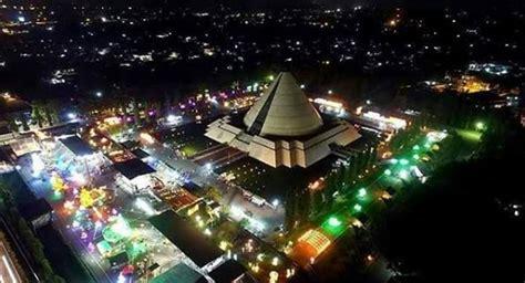 cantiknya festival lampion monumen jogja kembali malam hari
