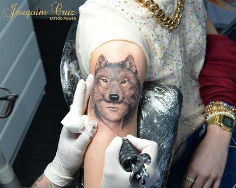 Tatouage Bras Loup Femme Par Tattoo Power