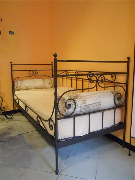 divanetti in ferro battuto divano letto in ferro battuto lavorato a mano