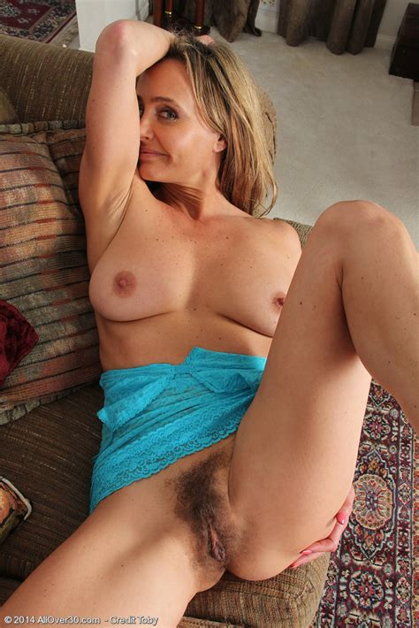 mature pictures featuring 44 year old kelsey majors from