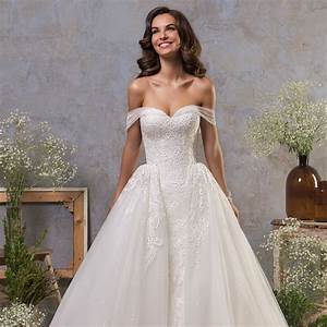 Amelia sposa fall 2018 wedding dresses belle the magazine for Fall 2018 wedding dresses