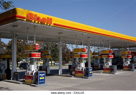 Shell Petrol Station Stock Photos & Shell Petrol Station