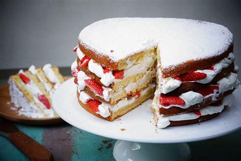 hervé cuisine pizza gâteau au yaourt facile façon layer cake aux fraises hervecuisine com