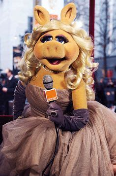 15 Undeniable Style And Beauty Lessons From Miss Piggy ...