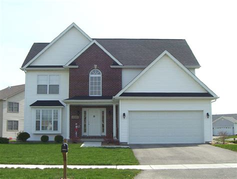 Single Family Houses : Bigger Single-family Home.jpg-wikimedia Commons